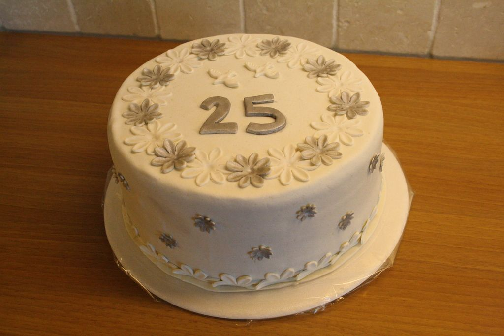Verwonderlijk 25 jaar getrouwd taart (Ben er niet helemaal zeker van). (Pagina 1 NY-04